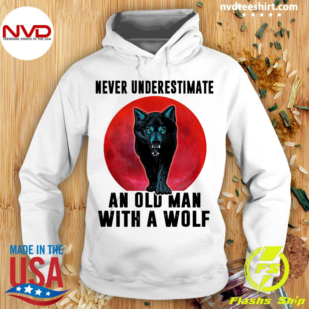 Never Underestimate An Old Man With A Wolf VintageShirt